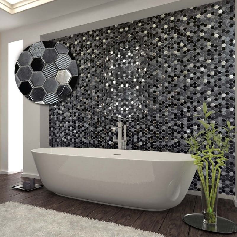 mur-derriere-baignoire-ilot-mosaique-hexagono-negro-pierre-verre