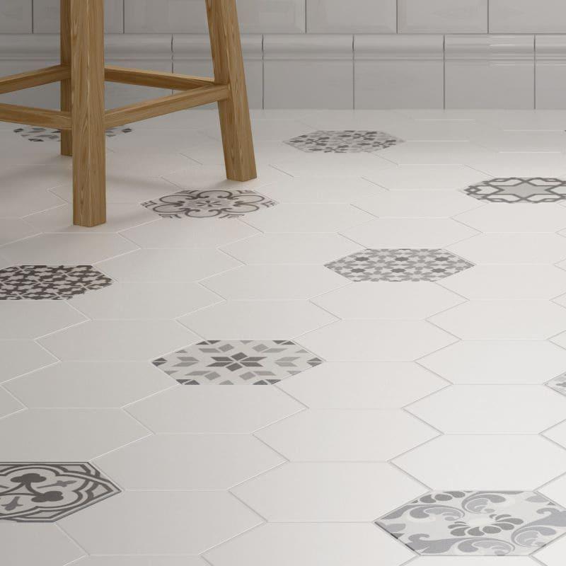 sol-salle-de-bains-carrelage-hexagonal-blanc-avec-quelque-carreaux-hexagonal-decor-175x200-mm