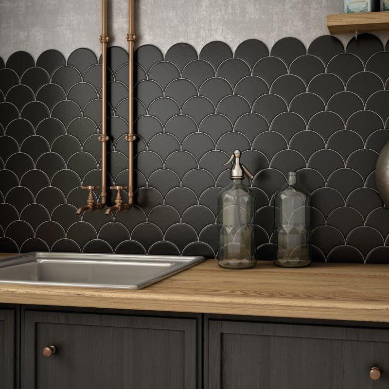 faience-scale-fan-noir-mat-106x120-mm-forme-ecaille-de-poisson-credence-de-cuisine