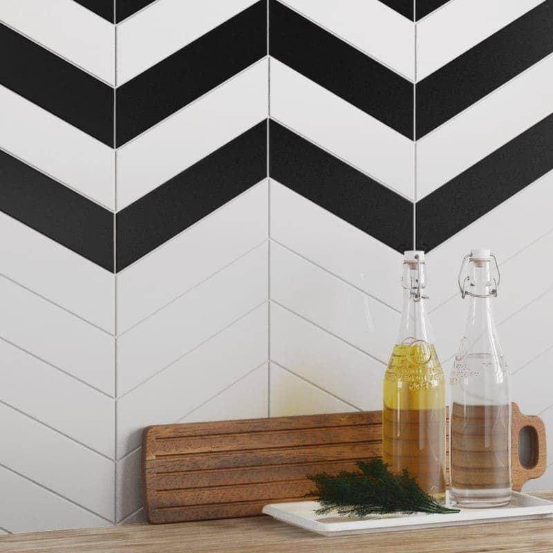 carrelage-mural-chevron-wall-blanc-noir-mat-186x52-mm-en credence-de-cuisine