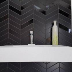 faience-chevron-wall-black-brillant-et-mat-right-left-186x52-mm-murs-salle-de-bains