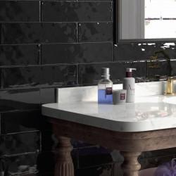 mur-derriere-meuble-salle-de-bains-retro-carrelage-75x300-mm-cottage-noir-brillant-pose-decalee