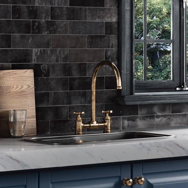 credence-de-cuisine-carreau-imitation-zeliige-noir-brillant-artisan-graphite-65x200-mm