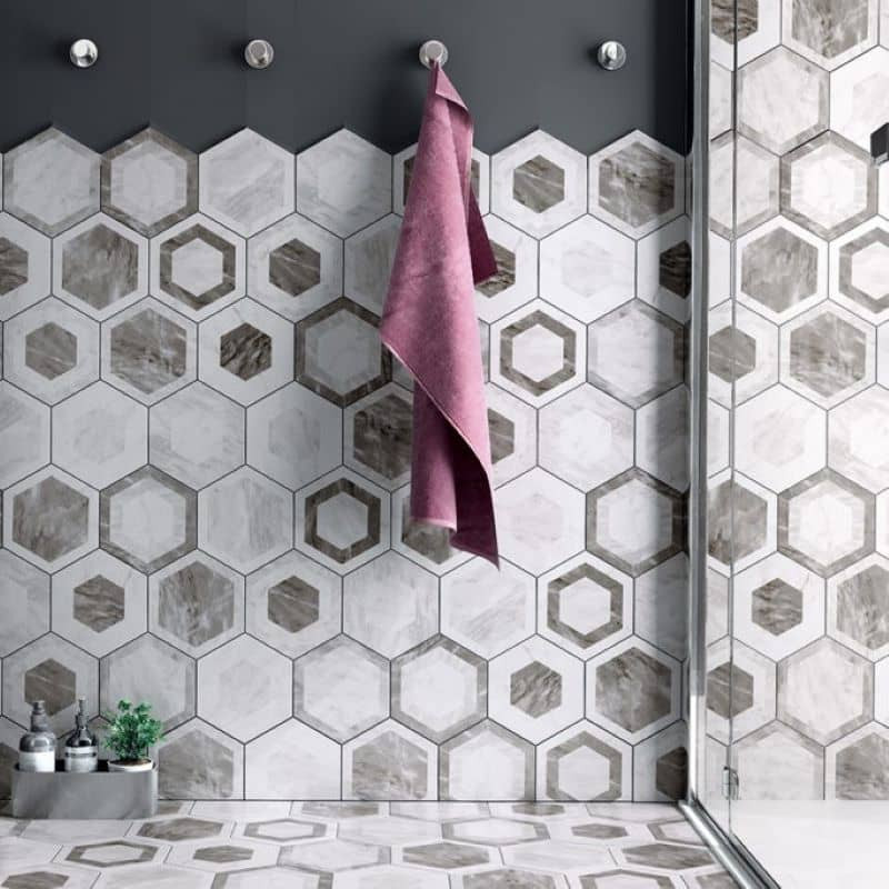 sol-et-mur-salle-de-bains-carrelage-tomette-bardiglio hexagone-marbre decor-geo-175x200-mat
