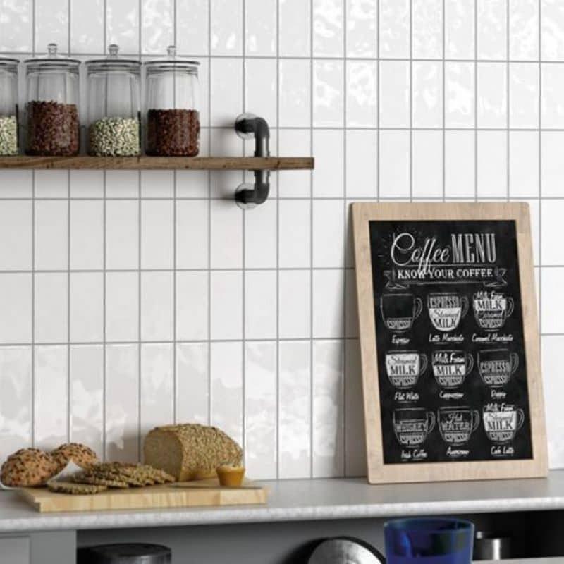 faience-unie-style-metro-plat-masia-blanco-brillant-75x300-mm-en credence-cuisine