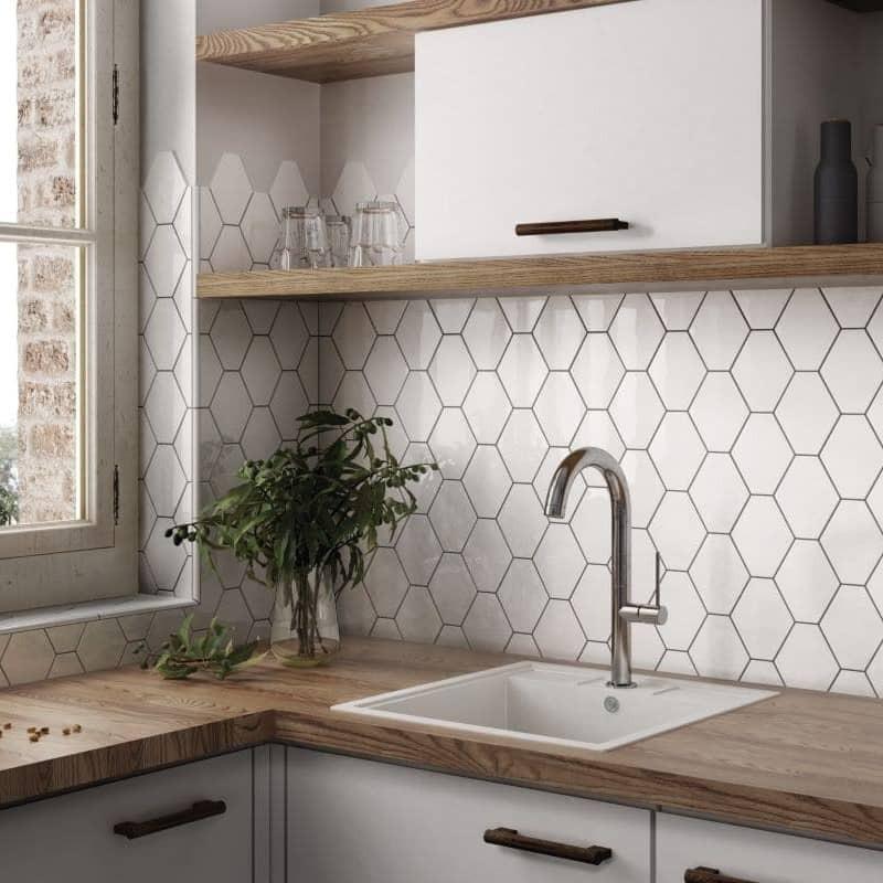 carrelage-muralhexagonal-blanc-brillant-en-credence-de-cuisine-scale-white-brillant-124x107-