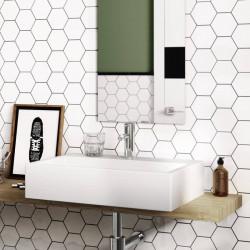 carrelage-mural-scale-white-matt-124x107-hexagone-sur-le-mur-derriere-un-miroir-de-salle-de-bains