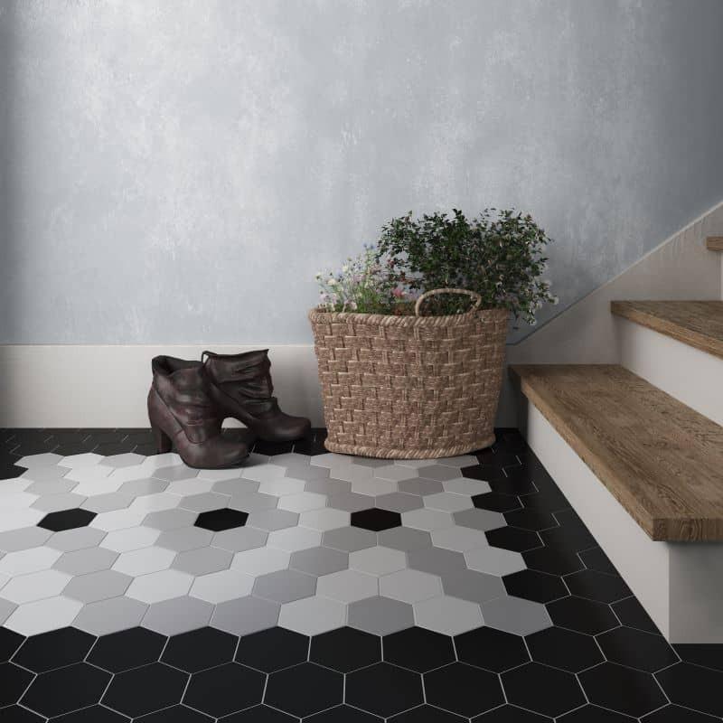 sol-entree-carrelage -sol-hexagonal-noir-mat-116x101-mm-scale-black-avec-tapis-en-carrelage-scale-white-et-grey