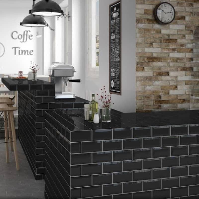 comptoir-de-bar-carreau-metro-noir-brillant-75x150