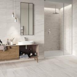 salle-de-bains-carrelage-sol-et-murs-imitation-pierre-blanche-comfort-s-avec-mosaique-dans-la douche
