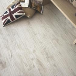 carrelage-sol-logwood-bianco-imitation-bois-blanchi-164x998-mm-dans-un-sejour