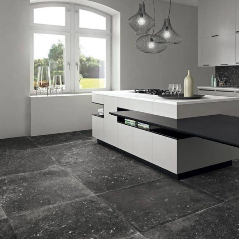 sol-cuisine-moderne-carrelage-90x90-effet-pierre-noire-90x90-mat-vibes-dark