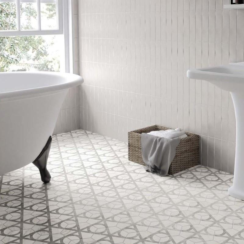 sol-salle-de-bains-retro-baignoire-ilot-sur-pied-et-carrelage-tomette-hexagone-decor-marbre Carrara-Mat-Flow-175x200-mm