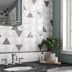 Carreau-triangulaire-Scale-white-et-black-brillant-108x124-mm-triangolo-mur-salle-de-bains-moderne