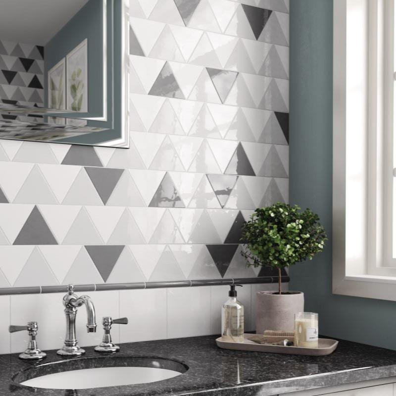 Carreau-triangulaire-Scale-white-mat-triangolo-aux-murs-d-une-salle-de-bains