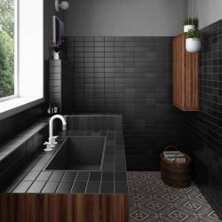 cuisine-avec-plan-de-travail-et-mur-faience-murale-nuancee-moderne-75x300-et-75x150-matelier-volcanic-black-26484