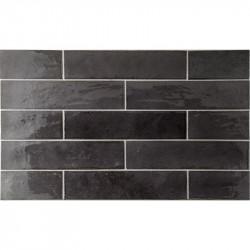 faience-murale-nuancee-noire-brillante-60x246-trbica-basalt-pose-decalee