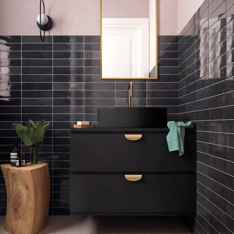 faience-murale-nuancee-noire-brillante-60x246-trbica-basalt-pose-droite-au-mur-d-une-salle-de-bains-esprit-art-deco-26874