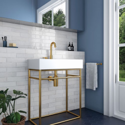 Mur-salle-de-bains-style-annee-70-faience-murale-nuancee-blanche-brillante-60x246-tribeca-gypsum-white-pose-decalee