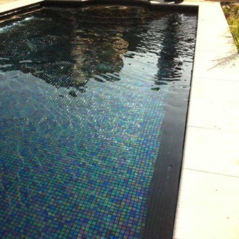 piscine-en-emaux-de-verre-irise-noir-reflet-nacre-ACQUARIS-VERBENA-25x25-mm