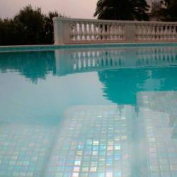 piscine-mosaique--emaux-de-verre-blanc-irise-25x25-mm-ACQUARIS-JAZMIN