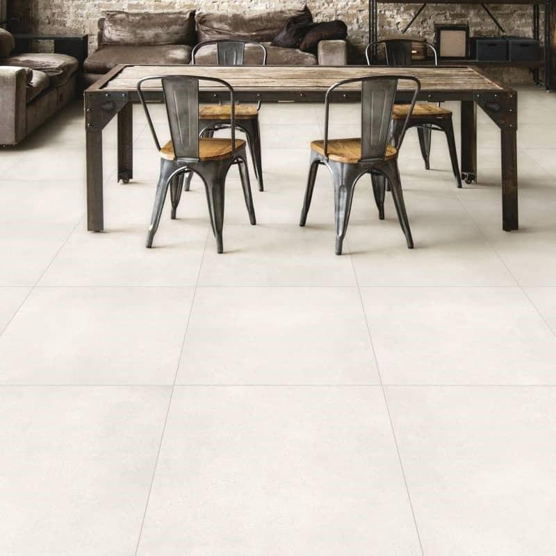 sejour-style-industriel-carrelage-80x80-aspect-pierre-contemporaine-materie-bianco