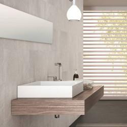 carreau-aspect-pierre-blanche-316x637-mm-Filita-White-non-rectifie-aux-murs-salle-de-bains-zen