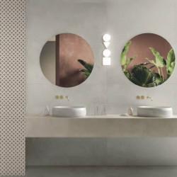 Carrelage-effet-pierre-90x90-District-white-blanc-casse-nuance-aux-murs d-une-salle-de-bains