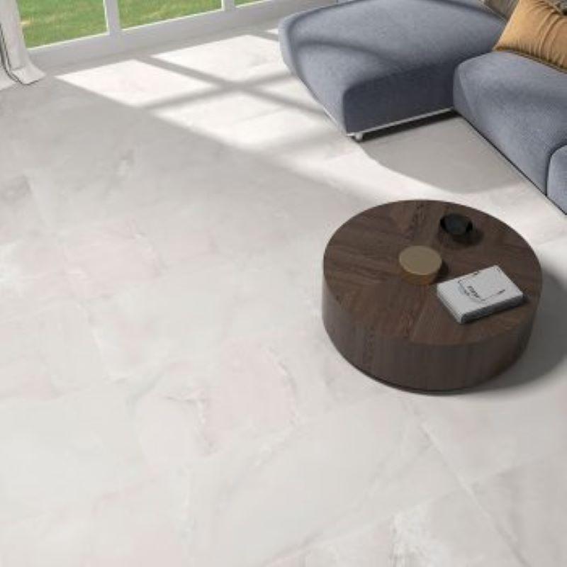 carrelage-aspect-marbre-marbre-49.1x98.2-olimpia-blanco-mat-au-sol-d-un-sejour-moderne