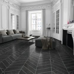 carreau-imitation-marbre-noir-70x40-diamond-marquina-chevron-version-droite-et-gauche-au-sol-d-un-appartement-haussmannien