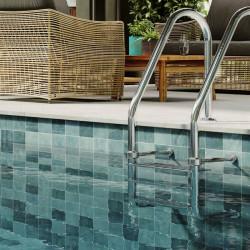 piscine-style-tropicale-avec-carrelage-Bali-33x33-degrade-de-vert