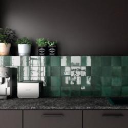 carreau-esprit-zellige-vert-en-credence-de-cuisine-moderne-Artisan-mos-green-132x132-