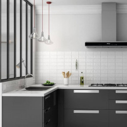 credence-de-cuisine-moderne-avec-carreau-metro-plat-75x150-mm-aspect-bossele-blanc-brillant-Masia-blanco