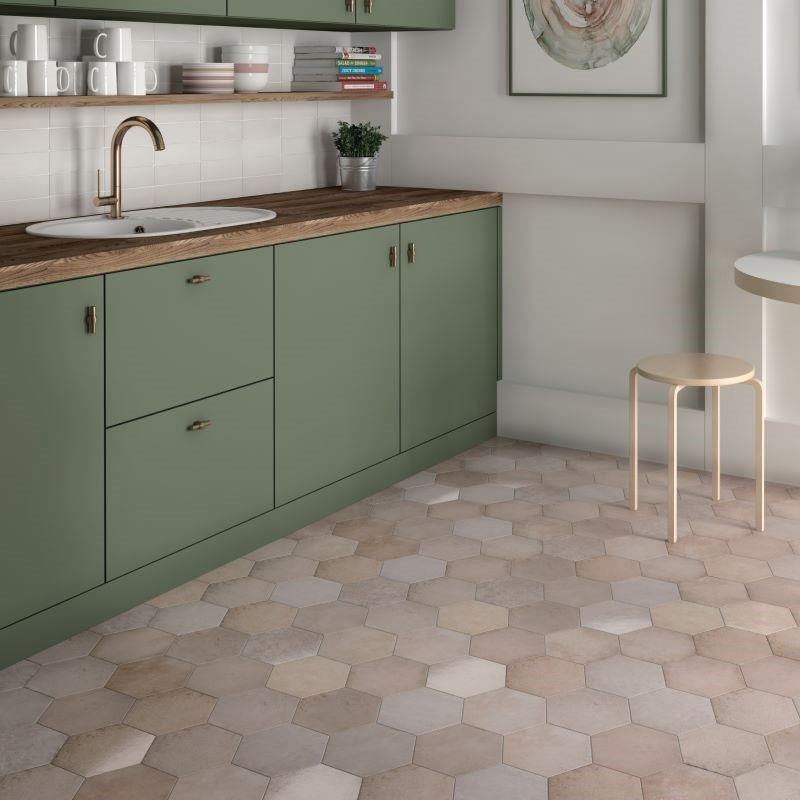carrelage-hexagonal-tomette-heritage-rose-17x20-cm-en-sol-de-cuisine