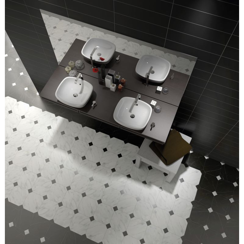sol-salle-de-bain-carrelage-octogonal-marbre-blanc-avec-cabochon-noir20x20-otagon