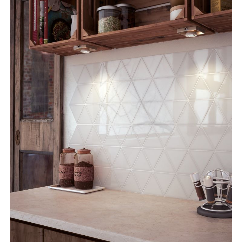 faience-forme-triangle-scale-triangolo-blanc-108x124-mm-en-credence-de-cuisine